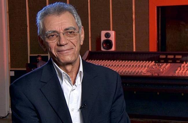 """Müzisyen Atilla Özdemiroğlu, 73 yaşında 20 Nisan'da yaşamını yitirdi.  <a href=  http://mahmure.hurriyet.com.tr/foto/magazin/intihar-etmis-12-guzei-insan_40892 style=""""color:red; font:bold 11pt arial; text-decoration:none;""""  target=""""_blank""""> İntihar Etmiş 13 Güzel İnsan"""