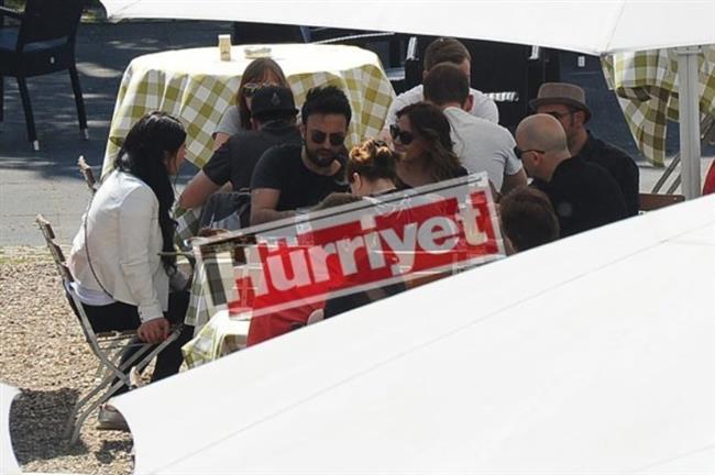 Geçtiğimiz ay gizlice burnundan ameliyat olan Pınar Dilek, operasyon sonrası ilk kez kameralar karşısına çıkarkan genç kadının karnındaki şişlik de dikkat çekti.