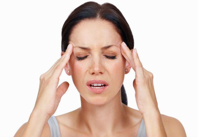 Uzun süre hormon ilaçları kullanmayın  Menopoz yakınmalarını azaltmak amacıyla kullanılan östrojen ve progesteron hormonunu içeren ilaçlar uzun dönemde, özelikle 5.yıldan sonra meme kanserine yakalanma riskini artırıyor. Menopoza bağlı sıcak basmaları, terleme, baş ağrısı ve sinirlilik gibi yaşam kalitesini bozan yakınmaları, kısa süreli ve düşük dozda hormon ilaçlarıyla engelleyebilmek için kadın hastalıkları uzmanı doktorunuzla birlikte hareket edin.