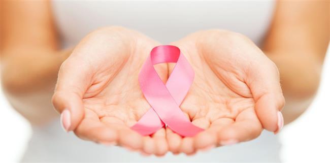 Meme kanseri kadınlarda en sık görülen kanser türü ve yaklaşık olarak 10 kadında birinin, hayatının bir döneminde kapısını çalıyor. Genetik etkenler, çevresel faktörler, sağlıksız beslenme ve yaşam alışkanlıklarında yapılan hatalar gibi birçok faktör bu korkulu rüyaya zemin hazırlıyor. Ancak meme kanseri sık görülmesine karşın yaşam alışkanlıklarımızda alacağımız önlemler sayesinde bu kanser türünden korunmamız büyük oranda mümkün olabiliyor.  Acıbadem Üniversitesi Atakent Hastanesi Tıbbi Onkoloji Uzmanı Prof. Dr. Ali Arıcan, meme kanserine yakalanma riskini oldukça düşüren 10 yöntemi anlattı, önemli önerilerde bulundu