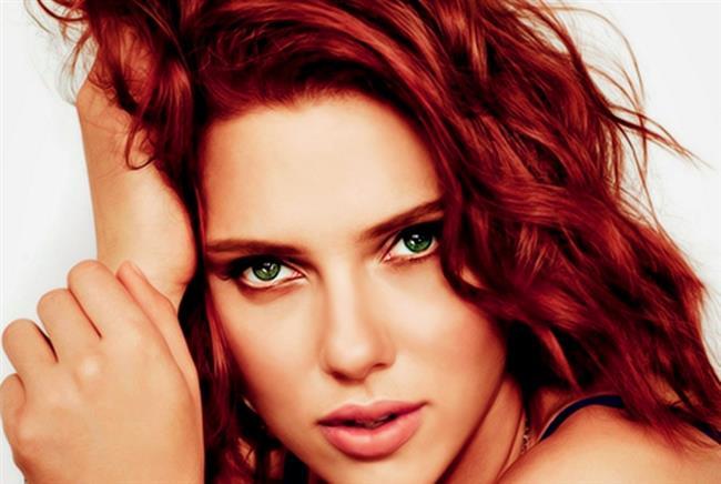 RENK KORUYUCU   Özellikle kızıl gibi diğer saç renklerine göre akma problemi daha fazla olan saç renkleri için daha fazla özen göstermeniz gerektiğini unutmayın. Saç boyasının akmaması için saç bakım maskelerinden ziyade kullandığınız ürünlerin saçlarınızı ve saç boyasını koruyucu özelliği olması gerektiğini unutmayın.