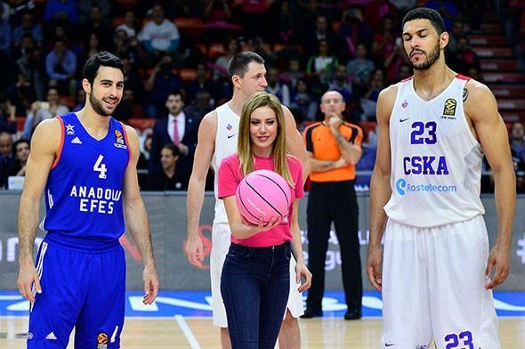 Proje kapsamında, THY Avrupa Ligi'nde dün İstanbul'da oynanan Anadolu Efes-CSKA Moskova karşılaşması, pembe top ile yapılan hava atışıyla başladı. Hava atışını, projeye gönüllü olarak katılan ünlü oyuncu Sinem Kobal yaptı.