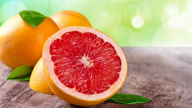 Bir kış meyvesi olan greyfurt, bol miktarda C vitamini barındırıyor. Lezzetli bir kış meyvesi olmasının yanı sıra, kış hastalıklarına karşı da bağışıklığı güçlendiriyor.