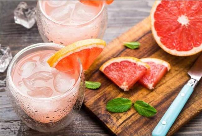 Greyfurt Zayıflatır mı?    Metabolizmayı hızlandırıcı etkisiyle zayıflamada yardımcıdır. Amerika'da yapılan bir çalışmada greyfurt suyunun kilo vermede etkili olduğu görülmüştür. Greyfurdun insülin hormonunu baskılamak suretiyle kişinin yemek yeme isteğini azalttığı belirtilmektedir.