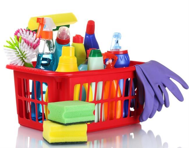 Parfüm ve Temizlik Ürünlerine Dikkat Edin  Parfüm, ev temizlik ürünleri (çamaşır suyu gibi) boğazı tahriş ederek, öksürüğe neden olabilir. Hemen hemen her bünyeyi etkilediğini söylemek mümkün olmasa da alerjik bünyelerde ödem, bronkospazm geliştirme riskinin çok yüksek olmasından dolayı, yaşamsal önem taşıyan reaksiyonlara neden olabilir.