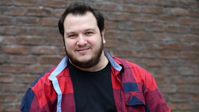 Şahan Gökbakar  11 Ekim 1980'de İzmir'de doğdu.