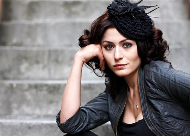 Deniz Çakır  31 Aralık 1983'te Ankara'da doğdu.