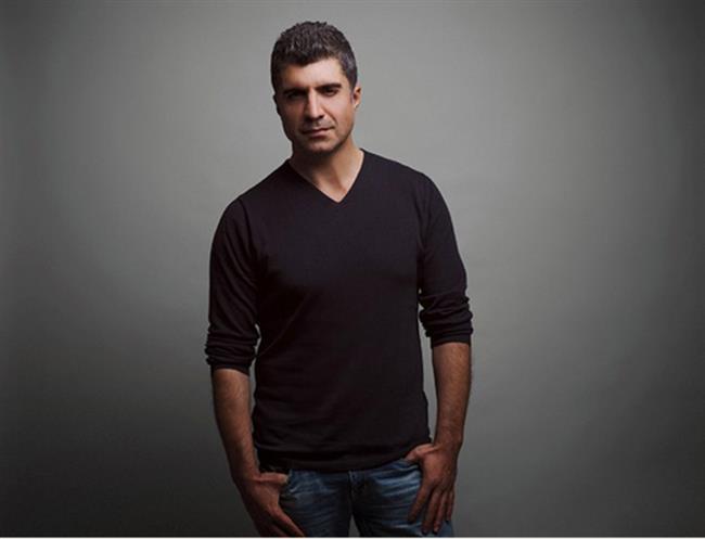 Özcan Deniz  17 Mayıs 1972'de Ankara'da doğdu.