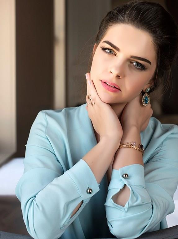 Pelin Karahan   7 Eylül 1984'te Ankara'da doğdu.