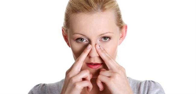 ASLA BURNUNUZ TIKALI UYUMAYIN  Sinüzit gibi hava yolu rahatsızlıkları ve burun tıkanmasına neden olan diğer durumlar geceleri ağızdan nefes almamıza neden olur. Bu durum ağız ve boğazı kurutarak bakterilerin üremesi için ideal bir ortam oluşturur. Azalan tükürük salgısı durumu daha kötü hale getirir. Bu nedenle kesinlikle burun tıkalı uyumamaya dikkat edilmelidir.