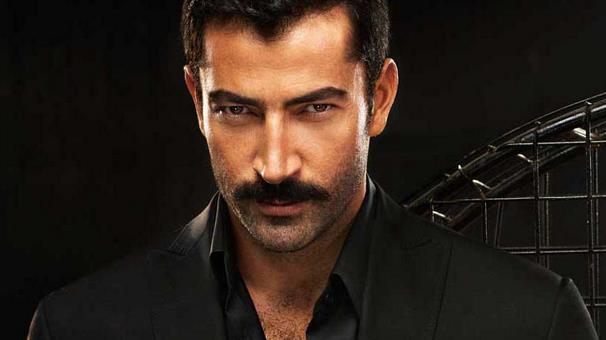 Kenan İmirzalıoğlu   1997 yılında Best Model seçilen İmirzalıoğlu 1998 yılında Osman Sınav'ın yönettiği Deli Yürek dizisiyle fenomen oldu.Daha sonra Hayat Bağları, Alacakaranlık, Acı Hayat ve Ezel ile adıdan sıkça söz ettiren İmirzalıoğluHala Karadayı dizisinde yer almaktadır