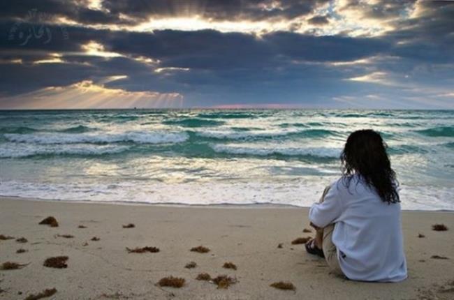 """7. Yalnız Olmaktan Korkmak  Hayatta kontrolün sizde olduğu bazı durumlar var. Yeni insanlarla tanışmak, yeni ilişkiler kurmak. Yani, asla birini bulamayacağım diye kaygılanmak bir işe yaramayacaktır. Onun yerine daha sosyal olup, umudunuzu kaybetmeyin.  <a href=  http://mahmure.hurriyet.com.tr/foto/yasam/kadin-olarak-aklindan-cikarmaman-gereken-13-sey_40972  style=""""color:red; font:bold 11pt arial; text-decoration:none;""""  target=""""_blank"""">  Kadın Olarak Aklından Çıkarmaman Gereken 13 Şey !"""