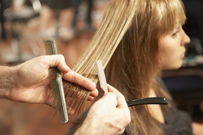 10. Saç Kestirme;   Saçlarınızı 2 ayda 1 kez uçlarından aldırın. Saç yıpranmaları ve saç kırıkları yüzünden saç hep kuru kalır ve verilen nemi tutamaz.