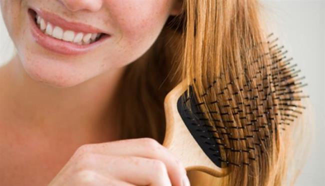 4. Kalın Uçlu Taraklar;   Kabaran saçlar sık taraklar ile taranmamalıdır. Sık taraklar daha fazla dalgalanmaya neden olur. Kalın uçlu taraklar; kabarık saçlar için daha idealdir. Bu tarak türleri; saçlardaki kırılmayı da engeller.