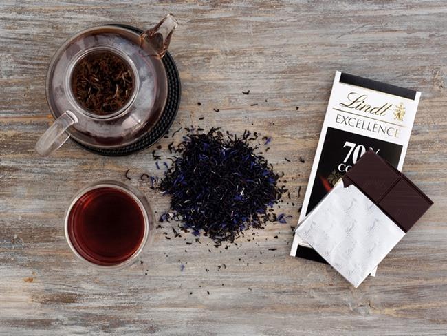 Bitter çikolata ve çay  Polifenol olan bitter çikolata ve çay da beyni genç tutan besinlerden. Ancak çayı şekersiz içmek ve bitter çikolatada aşırı tüketim miktarına dikkat etmek yüksek kalori alımı ile kilo alma riskinin önüne geçer.