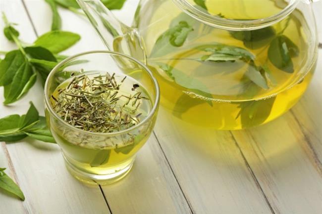 Yeşil Çay   Kahvenin yarısı kadar kafein içeren yeşil çay konsantrasyonu arttırır, ruh halini yukarı taşır ve unutkanlığa iyi gelir. Antioksidan özellikleri ile beyni ve diğer organları koruyan yeşil çay taze demlenmelidir, şişelenmiş olarak satılan yeşil çayın etkisi oldukça azdır ve gıda kimyasalları içerdiğinden yarardan çok zarar verebilir.