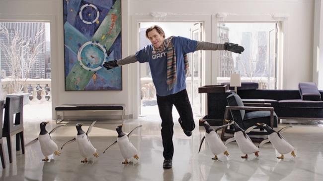 Babamın Penguenleri - Mr. Popper's Penguins    Eşinden boşandıktan sonra hayatına son derece rutin bir şekilde devam eden iş adamı Tom Popper'in hayatı, babasından kendisine miras kalan altı penguenle değişir. Önce penguenleri bir hayvanat bahçesine vermeyi düşünen Tom, çocukları penguenlere bayılınca, evini bir kış parkına çevirmeye karar verir. Rutinden eğlenceliye doğru bu keskin geçiş, ilginç olaylara yol açacaktır.