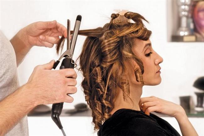 6. hata: Farklı sarma teknikleri kullanmamak  Eğer çok kıvırcık olsun istiyorsanız saçınızın tamamını maşaya sarmalısınız, eğer daha gevşek ve doğal dalgalar istiyorsanız saçlarınızın ucu dışarda kalacak şekilde sarmalı ve maşayı yavaşça aşağı doğru indirmelisiniz.