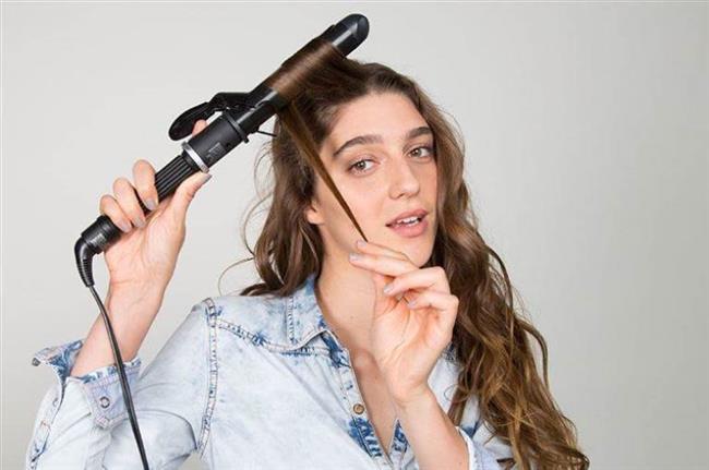9. hata: Maşayı saçınızda gereğinden uzun tutmak  Maşayı saçınızda en uzun 8-10 saniye kadar tutmalısınız. Sadece daha sıkı dalgalar istiyorsanız ve saçlarınız zor dalgalanıyorsa biraz daha uzun tutabilirsiniz.