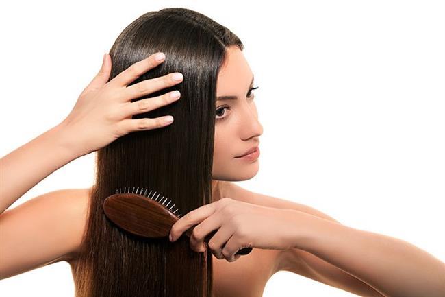 7- Tarama Yöntemleri   Saçınız kuruyken saç taramak saça ciddi zarar verir. Gece Yatmadan önce saçınızı hafif ıslatıp yada saç spreyi sıkarak nemlendirip tararsanız saçlarınızın zarar görmesini engellemiş olursunuz.