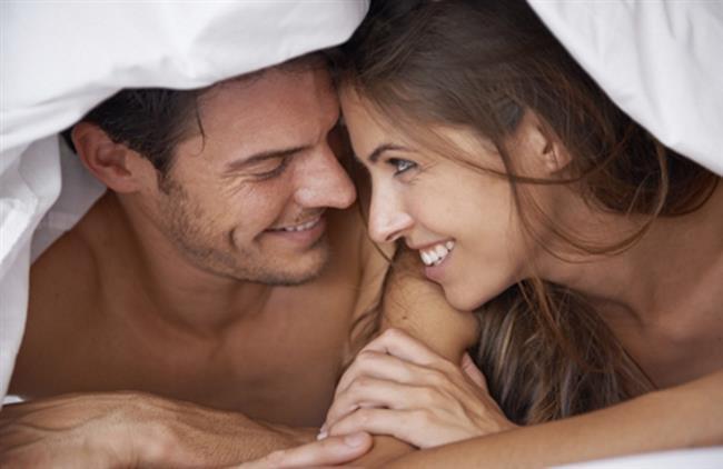 Erotik Masaj Yapın Ve Oral Seksi Deneyin    Partnerleri önsevişmede baştan çıkaran en önemli ayrıntı narin dokunuşlardır, erotik masajdır. Doğru ve etkili dokunuşlarla hem partnerinizi günlük stresinden kurtarıp hem de sekse hazırlamanız mümkün. Birbirinizi öperken partnerinizin kafasının üzerinde tırnaklarınızı gezdirin veya saçları ile oynayın, tüm vücudunda gezinen zevki yakalamaya çalışın. Özellikle karşılıklı önsevişmeden hoşlanmanın ve doyurucu bir seksin anahtarı oral sekstir.