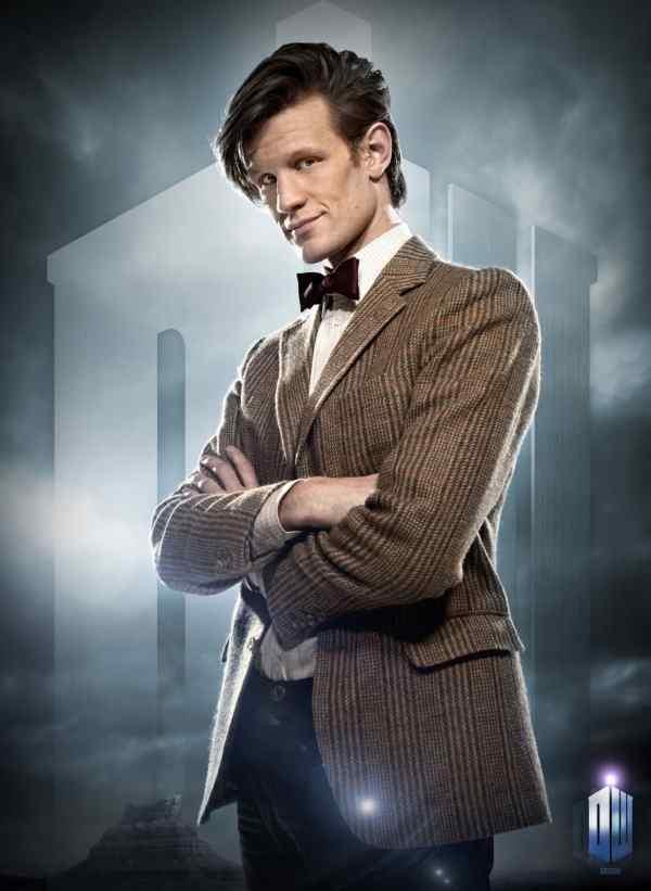 Doctor Who  Televizyon tarihinin en uzun ve en başarılı bilimkurgu dizisi olarak Guinness Rekorlar Kitabına geçmeyi başarmış İngiliz menşeli Doctor Who, 2005'te baştan aşağı yenilenen versiyonuyla izleyicilerin beğenisine sunuluyor. Yayın hayatına 1963te başlayan kült dizi, yaptığı zaman yolculuklarıyla kötülerin en büyük düşmanı haline gelen Doktor adlı eğlenceli bir karakterin maceraları anlatıyor. Başrolde izleyeceğimiz ünlü İngiliz oyuncu Christopher Eccleston, yıllar içinde Doktor'u canlandıran dokuzuncu aktör olmanın gururunu yaşıyor. Yardımcısıyla birlikte İngilizlere özgü sıradan bir polis kulübesine girip, zamanlar ve mekanlar arası yolculuklara çıkan Doktorun nefes kesen maceraları, bugüne kadar 39 ayrı ödüle layık görüldü.