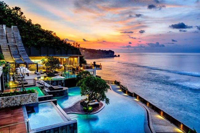 Bali-Endonezya   Deniz, kum, güneş ve kültür hepsi bir arada. Çift olarak yada balayı için mükemmel bir tercihtir Bali. Sonbaharda bir başak olan ülkeler arasında yerini alır. Dünyanın en pahalı kahvesi olan Luvak kahvesini içmeden ve görebileceğin en güzel köylerden birisi olan Ubud'da en az 1 gün konaklamadan dönmeyin.