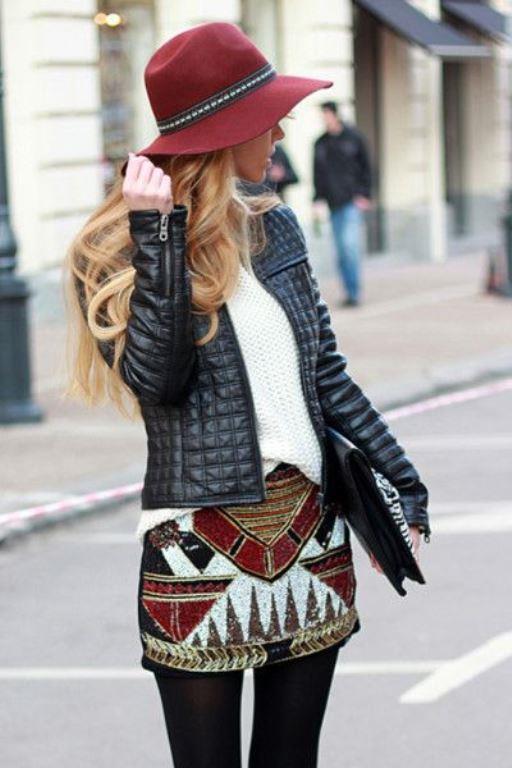 Fötr Şapka Trendi!  Fötr şapkalar kış aylarında önemli bir trendin parçası olacaklar. Maskülen ya da feminen tarzınıza göre kombinleyebilirken şık ya da günlük stilinize uygun bu şapkalar ile de oldukça havalı kombinler yaratabilirsiniz.