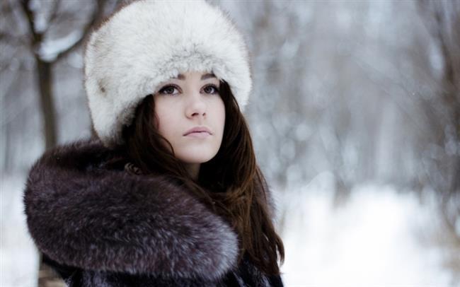 Kürk Şapkalar  Kürk şapka trendi bu yıl tüm dünyaya yayılacak. Soğuk kış günlerinde sizi ısıtacak bu şapkalarla şıklığınıza şıklık katabilirsiniz. Kürk şapkalar oldukça gösterişli ve dikkat çekici olduğundan sade parçalarla kombinlemelisiniz.