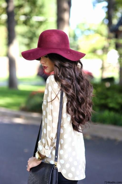 Fötr şapkaları satın alırken size çok büyük gelmemesine dikkat edin. Aksi takdirde içinde kaybolabilirsiniz.