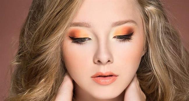Göz makyajında doğal tonlardaki şeftali ve kahverengi tonlu farları kullanıp, allıklarda ise şeftali tonları, hafif pembe tonları kullanarak oldukça sade ve doğala yakın bir görünüm elde edebilirsiniz.