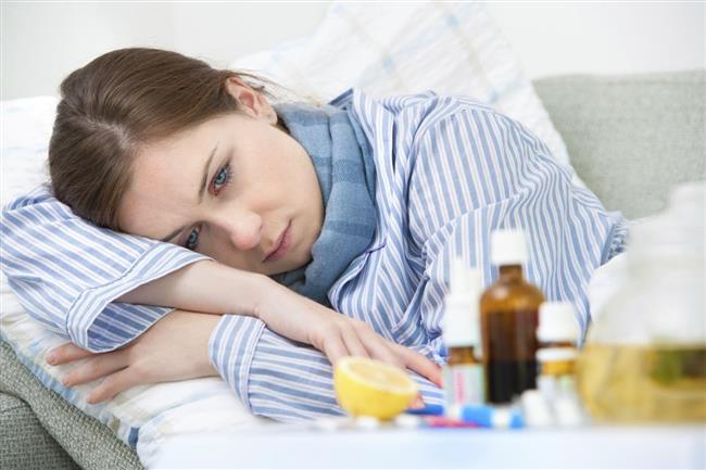 Bugünlerde pek çok kişi grip, öksürük, ishal, bronşit ve alerjik astım ile mücadele etmeye çalışıyor. Peki bağışıklık sistemimiz güçlü olsa hastalıklara bu kadar kolay yenilir miydik?   Acıbadem Beylikdüzü Cerrahi Tıp Merkezi İç Hastalıkları Uzmanı Dr. Özışık, bağışıklık sistemini kuvvetlendirmenin hastalıklara karşı önemli olduğunu belirtirken sonbaharda kapıyı çalan hastalıkları anlattı, önemli uyarı ve önerilerde bulundu.