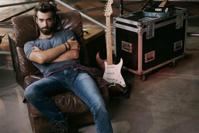 İlker Kaleli  İstanbul Kültür Üniversitesi Sanat Yönetimi Bölümü mezunudur.