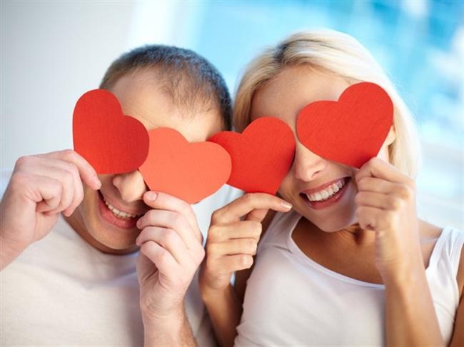 """Evliliğin sihrini kaybettiğini ve kendi başlarına bunu başaramayacağını düşünen çiftlerin, ilişkilerindeki tutkuyu ve romantizmi arttırma amacıyla 'evlilik terapisi' almak için bir evlilik terapistine de başvurabileceklerini belirten ve """"Evlilik terapisi sorunları çözdüğü kadar evliliğe bakım da yapar"""" diyen Keçe, evlilik terapisinin sadece mutsuz ve çatışmalı çiftlerin başvurduğu bir çalışma olmadığına, mutlu bir yaşam için evliliğe bakım yapılması ve yeniden eski heyecanların geri getirilebilmesi için de evlilik terapistlerinin çiftlere yardımcı olabileceğine dikkat çekti."""