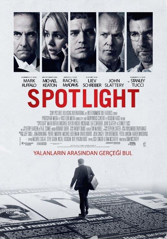"""Spot Işığı - Spotlight   """"Spotlight"""" filmi, gerçek bir olay olan Boston Globe'un Katolik Kilisesi'ndeki cinsel istismar skandalını ortaya çıkarmasını beyaz perdeye taşıyor. Josh Singer ve aynı zamanda filmin yönetmeni olan Tom McCarthy tarafından senaryosu uyarlanan """"Spotlight"""", bu büyük gazetecelik olayını harika bir belgesel-drama olarak sinemaseverlerle buluşturuyor. Filmin temel odak noktası; araştırmacı gazeteciliğin önemi ve bunun getirdiği sorumluluklar. Örneğin; filmin anlatımında, Spotlight takımındakilerin yaşamları üzerine daha az süre ayrılırken, ekibin Katolik Kilisesi'nin skandalı nasıl bu kadar süre saklayabildiğini araştırmasına ise daha fazla zamanayrılmış."""