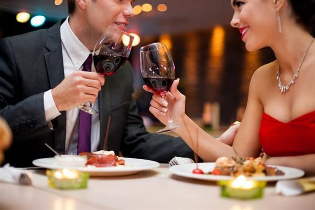BOĞA   Dürüst olmanız Boğa erkeğini size bağlayacak olumlu özelliklerden biridir. Bu burcun erkeği yaşamdan zevk almayı iyi bilir. Özellikle yemek yemeye çok düşkündür. Ve farklı ülkelerin mutfaklarından lezzetli örnekler denemeyi çok sever. Bu konudaki yeteneklerinizi ona her fırsatta gösterin. Bunun için başbaşa olacağınız tadım akşamları organize edebilirsiniz.