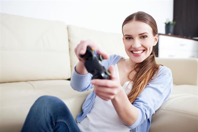 Genelde erkek kullanıcı kitlesinin oynadığını düşündüğümüz PC ve konsol oyunları kadın kullanıcılar tarafından da azımsanamayacak ölçüde oynanmakta. Kadın oyun karakterlerinin oyun sektöründe daha fazla yer bulmaya başladığı 90'lı yıllar kadın kullanıcıların da PC ve konsol oyunlarına merak salmaya başladığı yıllar olarak kabul edilebilir. O dönemden bu döneme Street Fighter: Chun Li , Tom Raider: Lara Croft gibi günümüzde ikon kabul edilen oyun karakterleri de aynı zamanda kadınların tanıyıp sevdiği, oynarken kendilerini güçlü hissedip özdeşleştirdikleri karakterler haline  gelmiştir. Bu güzel dünyayla sizleri tanıştırmak için aşağıdaki oyunlara gelin beraber göz atalım.