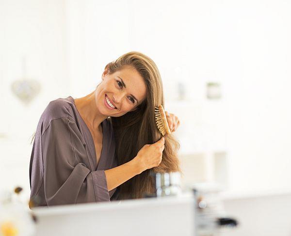 Her kadının banyosunda en başköşe de onun için en önemli olan saç bakım, cilt bakım ve parfümleri bulunur. Peki, bunlar arasında tarağınız nerede ve tarak seçimi yaparken saçlarınızın yapısını ve sağlığını düşünüyor musunuz?