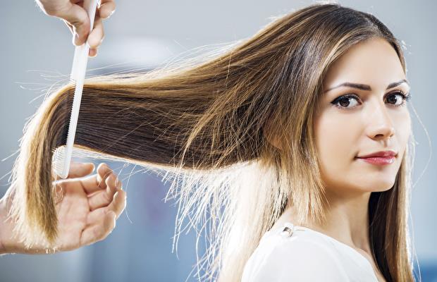 Eğer saçlarınız kalın ve gür ise size en uygun taraklar kalın dişli ve geniş aralıklı olanlardır. Derinlemesine bir tarama yapmadığı için saçlarınızı koparmaz ve onlara zarar vermez.