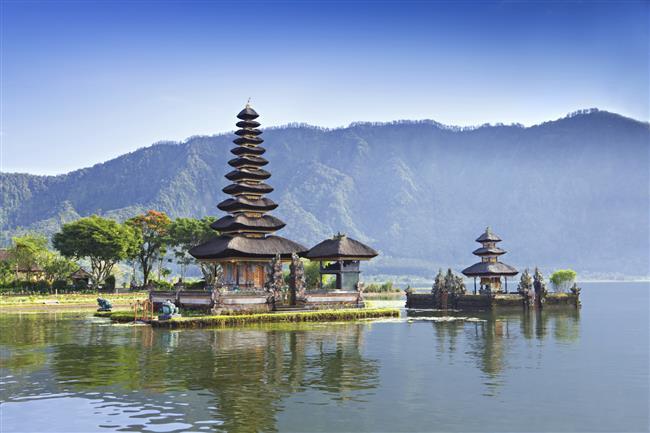 Ünlü çift balayı için ise son dönemin en çok tercih edilen turistik bölgelerinden olan Endonezya'daki Bali adasını seçti.
