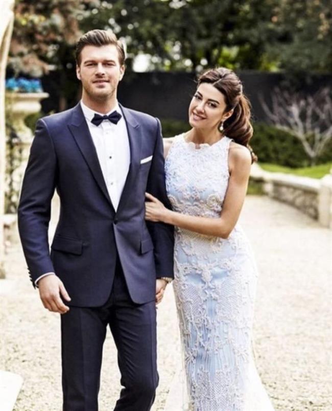 Başak Dizer'le Kıvanç Tatlıtuğ iki yıllık ilişkilerini geçtiğimiz aylarda romantik şehir Paris'te nikah masasına taşıdılar.