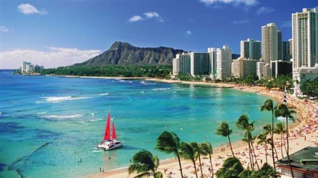 Çift, sadece yakın dostlarının katıldığı nikah töreninin ardından balayı için Hawaii'ye geçti.