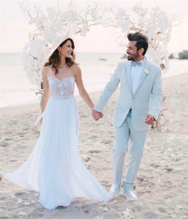 Kenan Doğulu ile Beren Saat 29 Temmuz 2014'te Amerika'da evlendi.