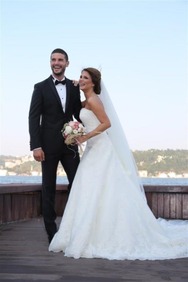 Berk Oktay ve Merve Şarpçıoğlu çifti balayını düğünlerinden önce gerçekleştiren ünlülerden.