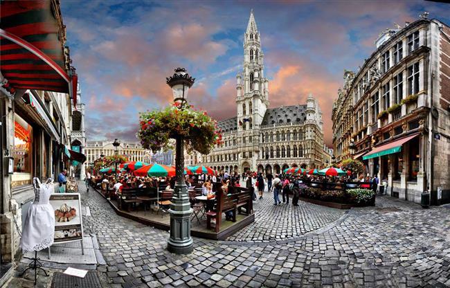 Çift düğünden sonra balayını da Belçika' da geçirdi.