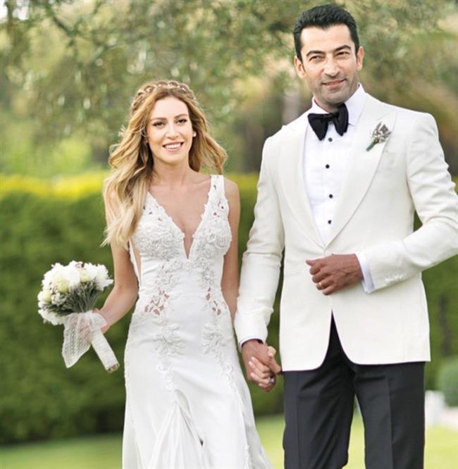 Sinem Kobal ve Kenan İmirzalıoğlu bu yıl evlenerek hayranlarını şaşırtan ünlü çiftlerden oldular.