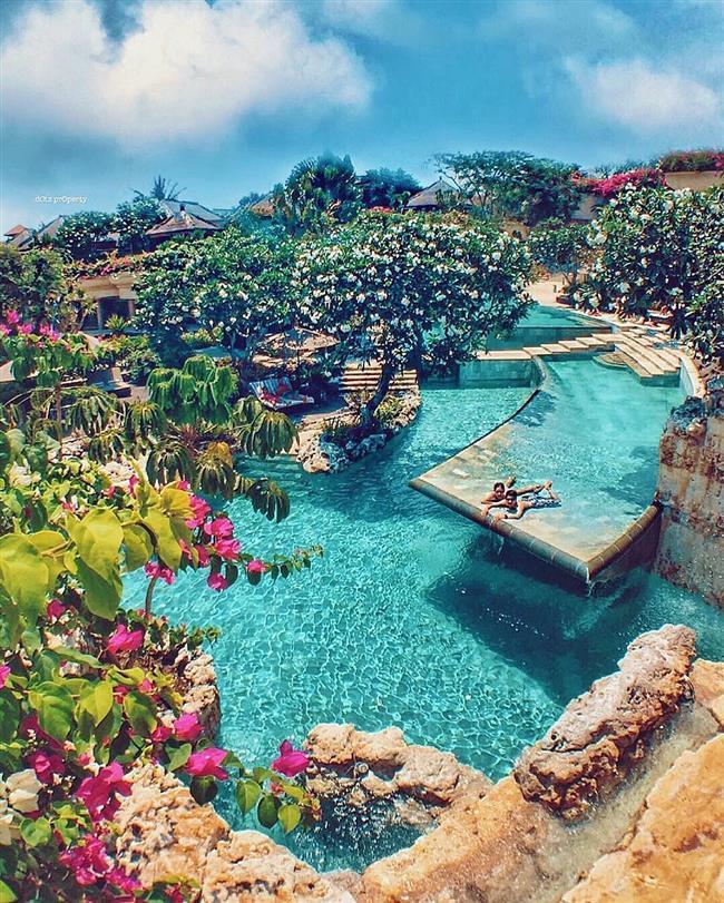 Bali  Endonezya'nın en turistik adası olan Bali biz kış aylarını yaşıyorken yaz havasının tadını çıkarmak isteyenlerin ilk tercihlerinden olabilir. Dans, heykelcilik ve resim gibi sanat dalları gelişmiş olan ada göz alıcı doğal güzellikleriyle muhteşem bir balayı geçirebileceğiniz bir alternatif.