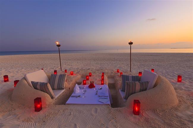 Dubai  Her mevsim en çok tercih edilen tatil yerlerinden biri olan Dubai balayı için oldukça uygun bir seçenek.Muhteşem kumsalları, denizi, romantik balayı otelleri, alışveriş merkezleri, yeni dönem mimari yapıları, çölde safari fırsatı, yumuşak iklimi, fiyatların başka ülkelere göre daha uygun olması balayını Dubai' de geçirme fikrini fazlasıyla cezbedici kılıyor.