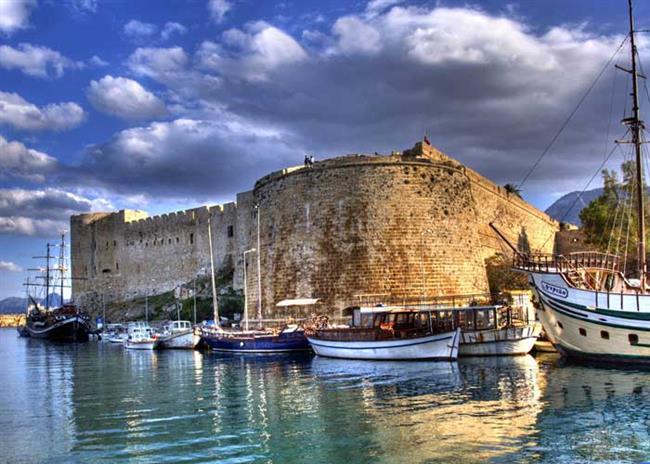 Kıbrıs  Kış ayları için ulaşılabilir balayı önerilerinden biri de Kıbrıs turları! Oda- kahvaltıdan ultra her şey dahile kadar birçok farklı alternatifte, farklı konforda ve farklı bütçelere hitap eden Kıbrıs balayı otelleri bu tercihte en büyük etkenlerden biri. Akdeniz'in üçüncü büyük adası olan Kıbrıs, yumuşak havası, pırıl pırıl denizi ile yılın her mevsiminde yeni evli çiftlerin kalbini kazanıyor.