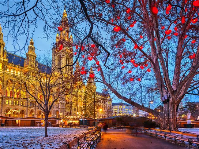 Viyana  Kışın balayına nereye gidilir, sorusunun cevabını yurtdışı balayı turları içinde arayan, tarih, edebiyat ve sanat tutkunu çiftler için Viyana, unutulmaz bir balayı rotası olabilir. Katedrallerden müzelere, opera binalarından klasik müzik konserlerine müthiş bir doyuma ulaşacağınız bu şehir unutamayacağınız bir deneyim yaşatacak.